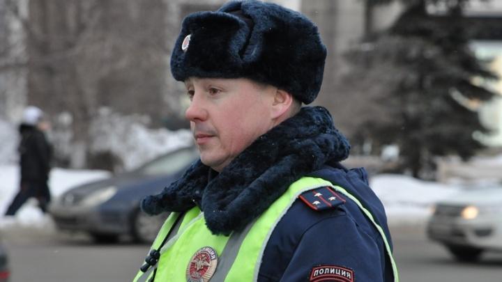 «Самый добрый гаишник» в Челябинске рассказал, почему остановил поток машин ради хромой собаки