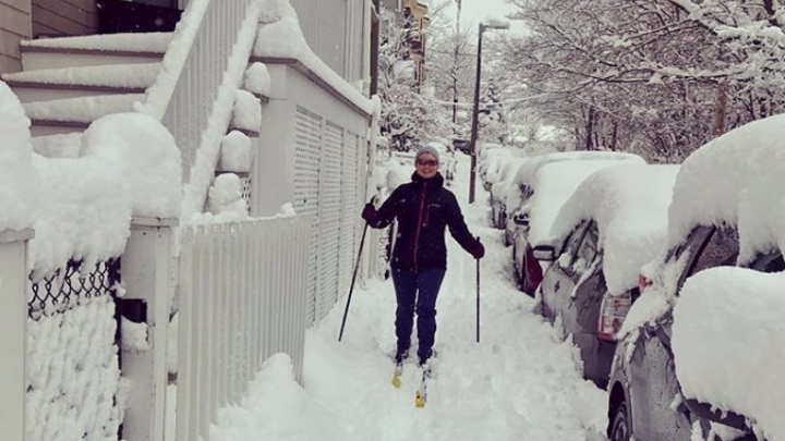 «Прицепляют ковш к джипу»: бывший сибиряк — о том, как переживают сильнейшие снегопады в США