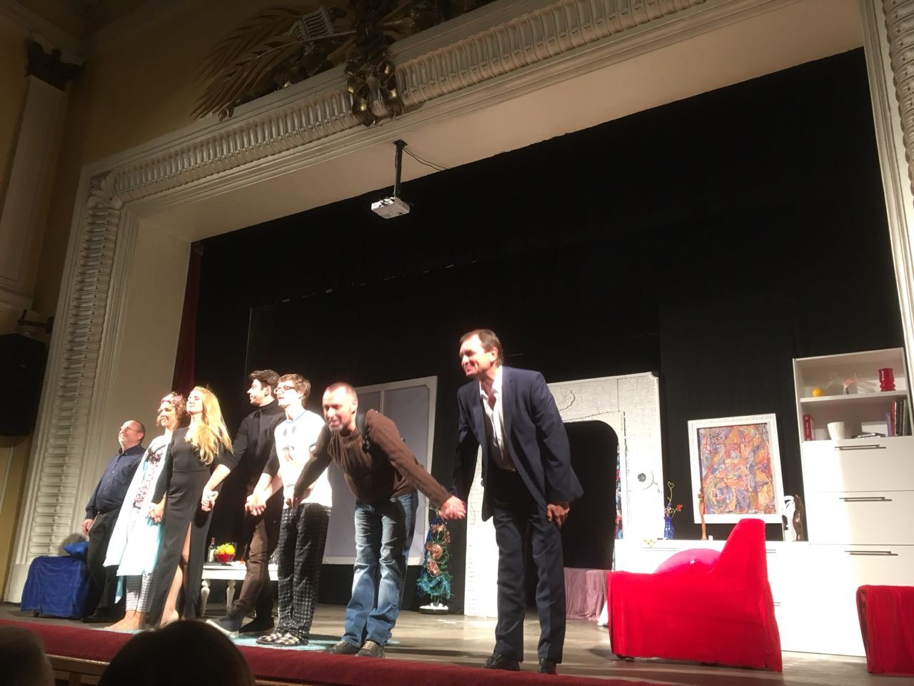 Премьерные показы «Снегопада для Киры» проходят в ДК «Энергия» в сентябре. Ранее пьесу уже ставили на сцене Севастополя