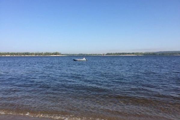 Ребенка заметили в 50 метрах от берега
