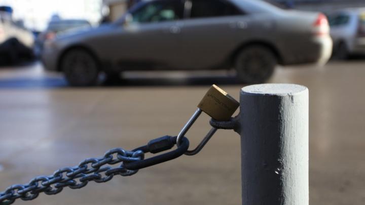 Мэрия запретила стоянку на одном из выездов к улице Дуси Ковальчук