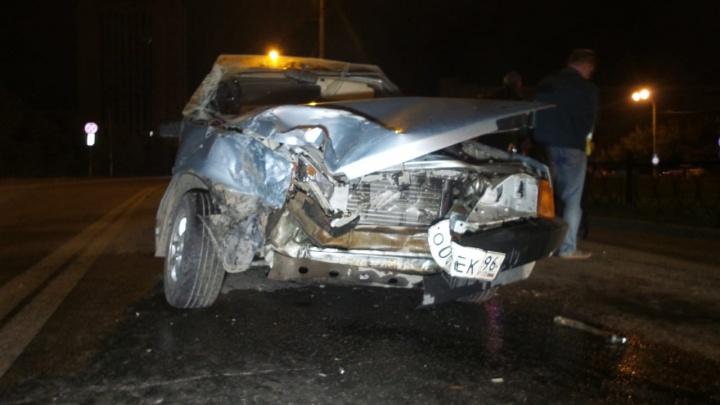 На Юго-Западе опытный водитель не справился с управлением и протаранил Audi