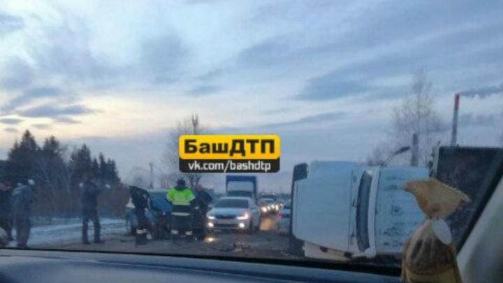 На трассе в Башкирии внедорожник врезался в грузовик