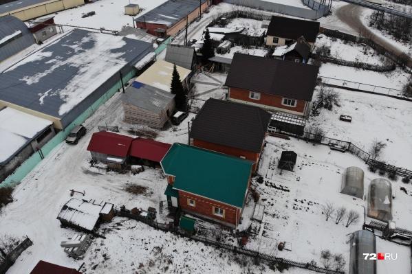 Люди отстроили себе новые коттеджи, и теперь их хотят выселить из собственных домов