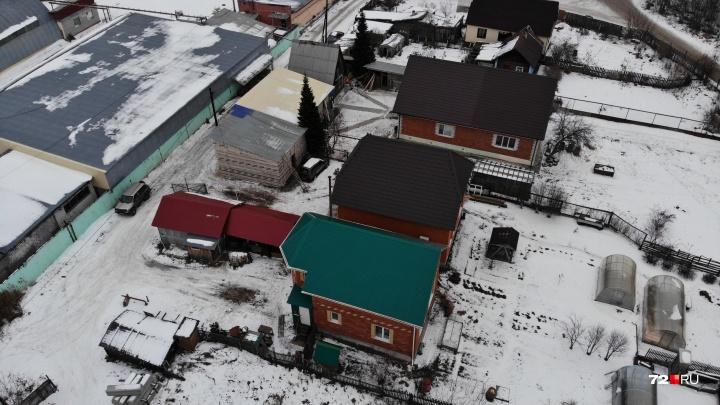 Тюменцев выживают из коттеджей на Барабинской. Застройщик хочет возвести там многоэтажки