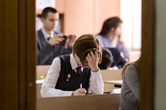 В новосибирских школах начали сдавать ЕГЭ, без которых не выдадут аттестат