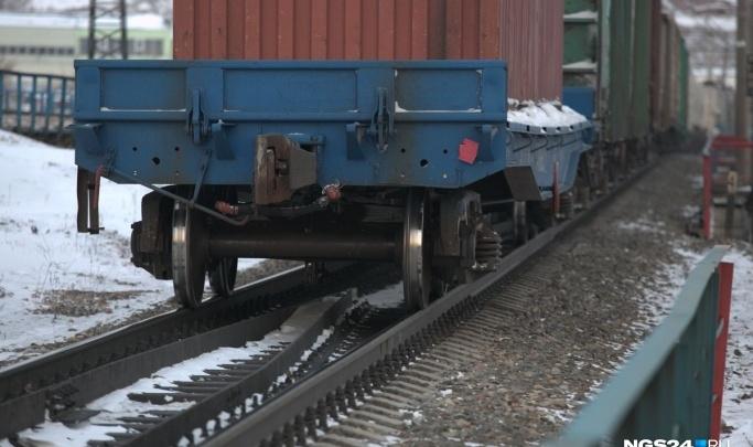 Двое мужчин лишились жизни, попав под приближающийся поезд