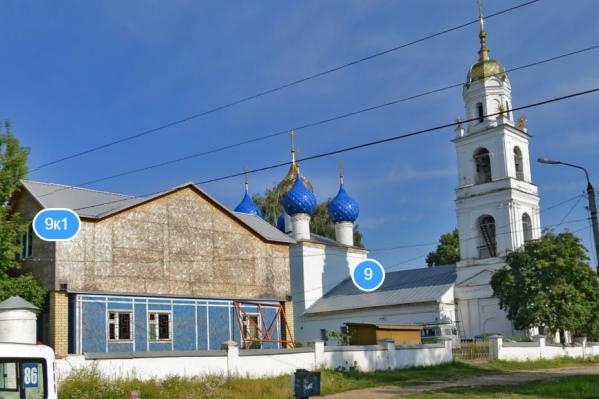 Этот храм находится на проспекте Авиаторов