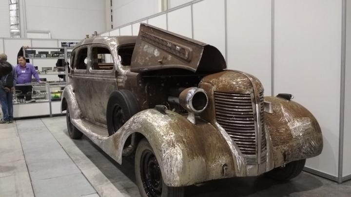 В Экспоцентр привезли модель деревянного лимузина, которую оценили в 75 миллионов