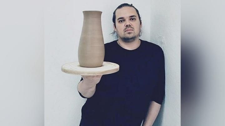 В Перми пропал художник-керамист Денис Григораш. Его жена, журналист Ольга Богданова, просит помочь