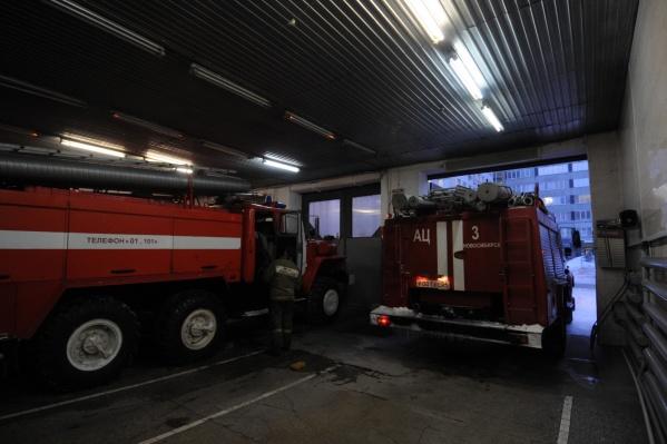 Из-за загоревшегося подвала спасателям пришлось эвакуировать 26 человек
