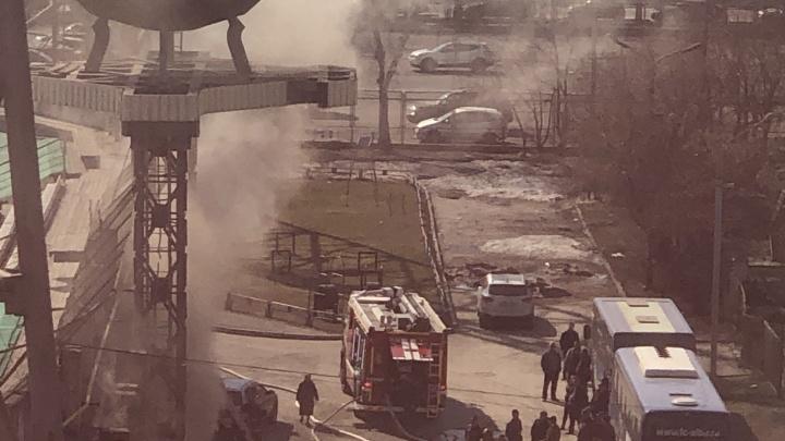 Стадион «Спартак» затянуло дымом после пожара на трибуне