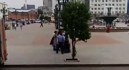 «Успели мужичка развести»: на железнодорожном вокзале активизировались цыгане