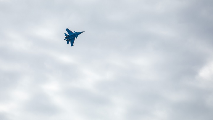Над Красноярском пролетели истребители. Фото репетиции авиашоу