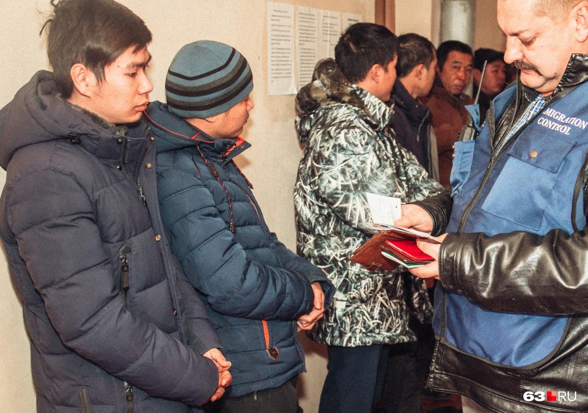 Мигрантам могут увеличить налог наработу вСамарской области