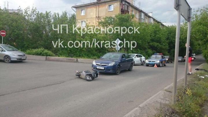 Водитель мопеда с двумя пассажирами был сбит иномаркой и сбежал с места ДТП