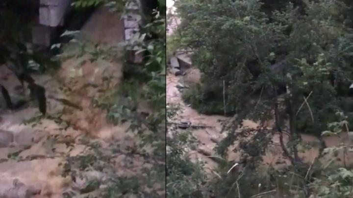 «Вонь сильная»: самарцы снова заметили грязный слив в Волгу в районе НФС