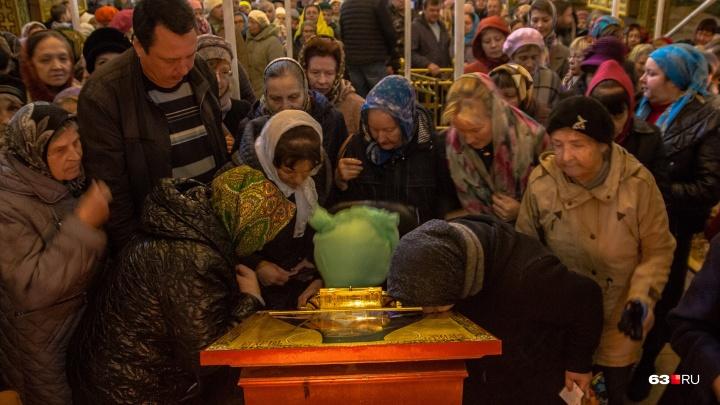 «У него просят о помощи в болезнях»: в Самару привезли мощи легендарного крымского епископа