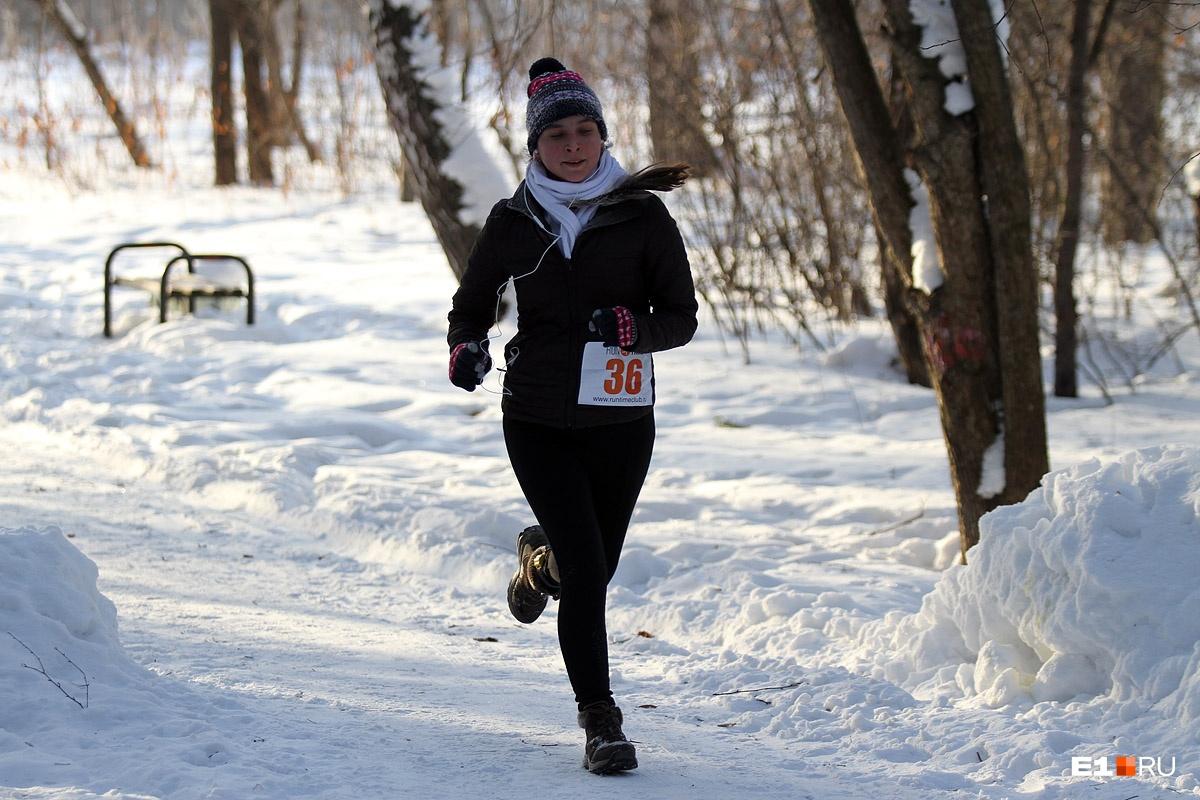 Бегать, ходить пешком или заниматься скандинавской ходьбой — это ваш выбор, но 10–12 тысяч шагов в день точно сделают организм здоровее