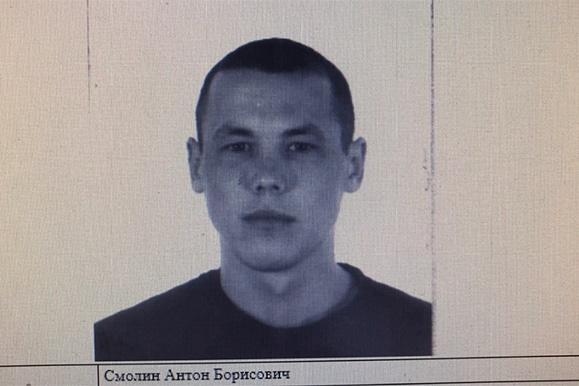 Ориентировка, которую распространили для задержания фигурантов, попала в Сеть. Сейчас подозреваемый Антон Смолин задержан и отправлен в СИЗО