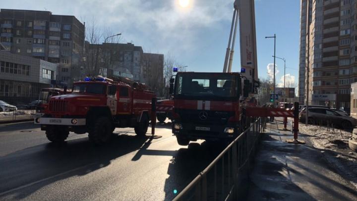 Восемь человек спасли с задымленной лестничной площадки во время пожара в доме на Чернышевского
