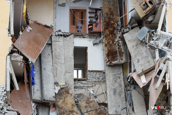 16 мая 2017 года жизнь сотен жителей дома №60 на проспекте Университетском обрушилась вместе с бетонными плитами