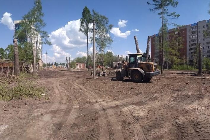 Работы начались 9 июня, за две недели сквер приведут в порядок и построят дорожки