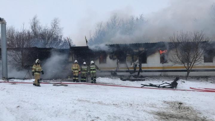 Крупный пожар под Самарой: мужчина поджег административное здание