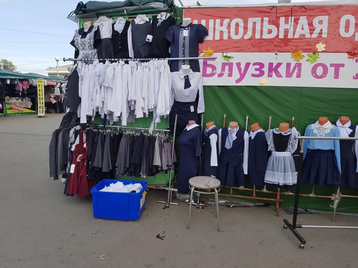 При покупке школьной одежды особое внимание стоит уделить ткани