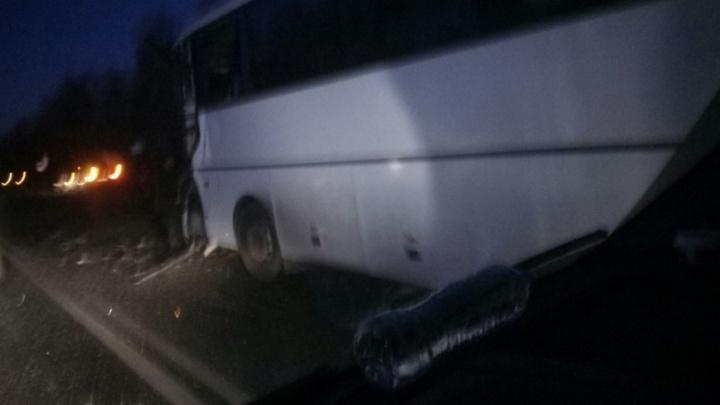Водитель автобуса, который вёз екатеринбургских школьников и попал в ДТП, умер в больнице