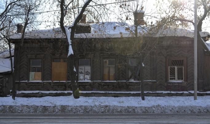 Старинный дом на Декабристов, который хотели перевезти в Музей деревянного зодчества, сгнил