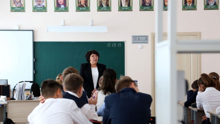 Общественник сообщил о поборах с учителей на празднование Дня Победы. Власти объяснили, в чем дело