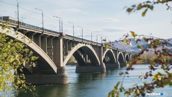 Ребёнка заметили на доске в Енисее возле Коммунального моста: его судьба неизвестна