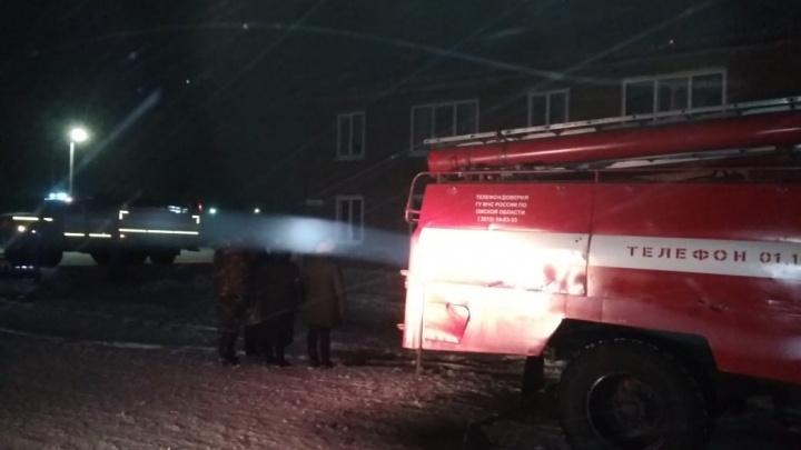 В Омском районе из-за оставленной свечи загорелась квартира в двухэтажном доме
