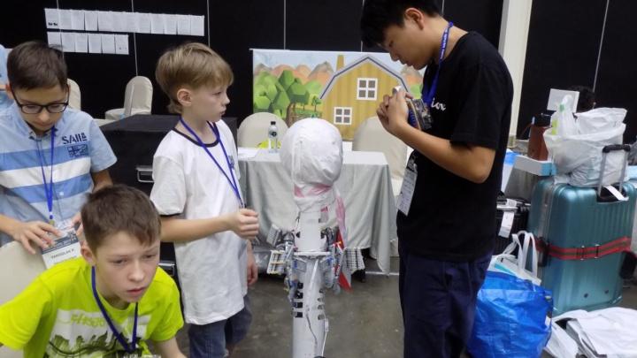 Красноярские школьники создали роботов для ремонта инженерных сетей и танцев