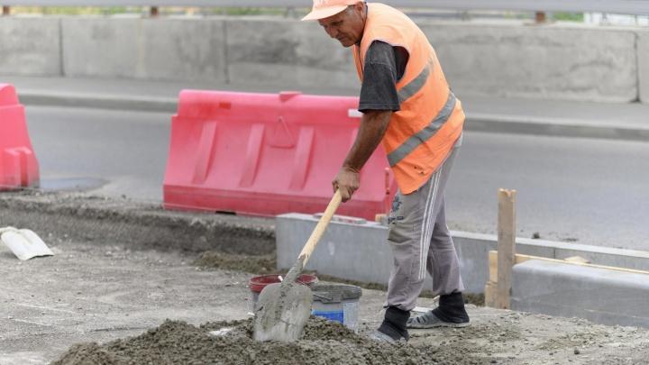 Замкнется бетоном осенью: ремонт на кольце Нулевой Продольной породил бесконечную пробку