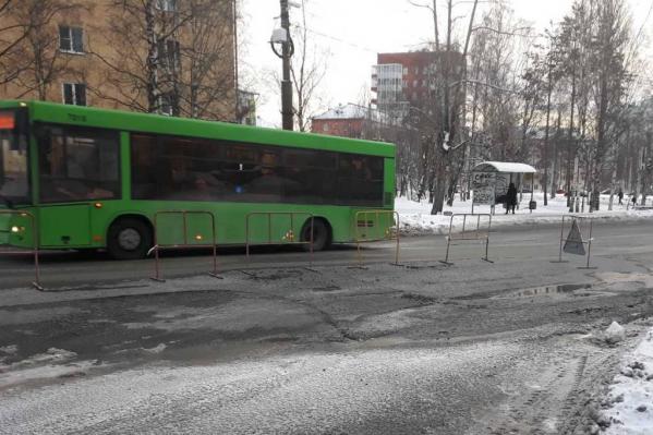 Дефект теплосетей обнаружили 29 декабря в районе перекрестка Обводного с Воскресенской