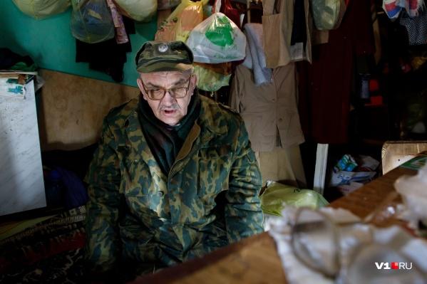 Бывший военный устал и надеется только на помощь простых людей