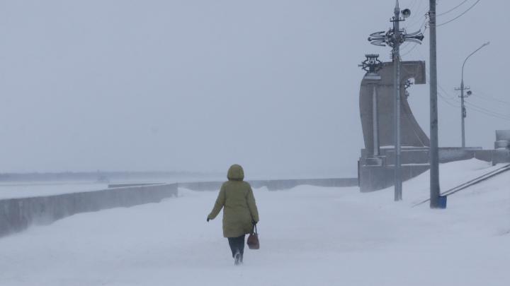 Пустота и хоровод снежинок перед глазами: смотрим фото заснеженного Архангельска