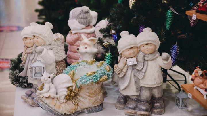 Часы-шагомер, дартс, плюшевые свинки: что подарят на Новый год детям сотрудников тюменских компаний