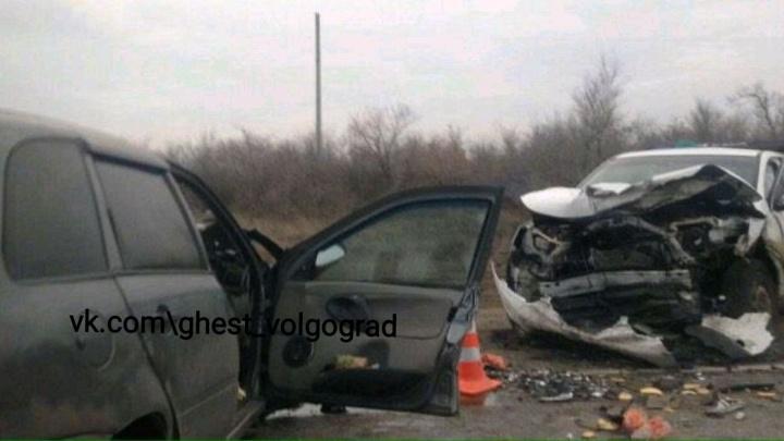 Двое погибли сразу: на трассе Р-228 в Волгоградской области утром произошло смертельное лобовое ДТП