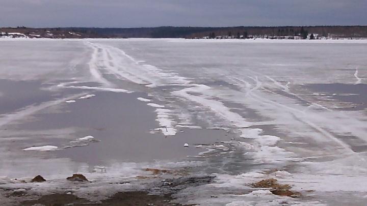 Следственный комитет проверит обстоятельства гибели двух мужчин, провалившихся под лед в Прикамье