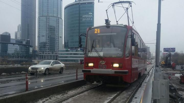 На Макаровский мост заехал первый трамвай