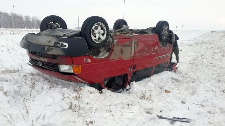 В аварии с микроавтобусом пострадали семь человек