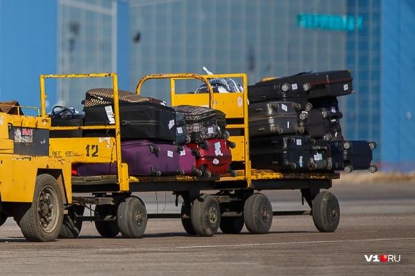Грузчики обчищали чемоданы пассажиров перед вылетом и сразу после посадки