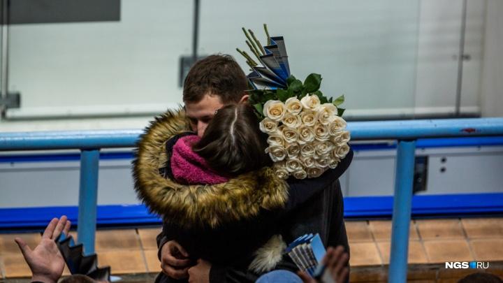 Хоккейный фанат сделал предложение своей девушке на матче между ХК «Сибирь» и омским «Авангардом»