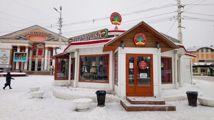 Департамент имущества потребовал снести кафе у кинотеатра «Маяковский»