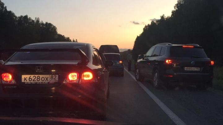 На Режевском тракте выросла многокилометровая пробка из-за ремонта дороги