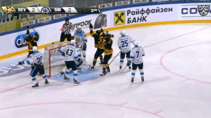 Хоккей: «Сибирь» проиграла первый матч сезона