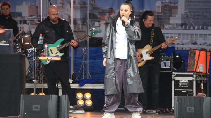 Столичные звезды, люди в желтых жилетах и конкурсы: как в Архангельске отметили юбилей города